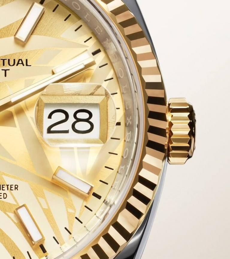 ROLEX OYSTER PERPETUAL DATEJUST 36 36mm 126233 Opaline